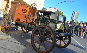 El 1º Automóvil Argentino encabezó una caravana de autos antiguos