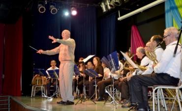 La Banda Municipal realizó un emotivo Concierto homenaje