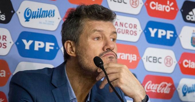 Tinelli renunció a sus cargos en el fútbol por problemas de salud