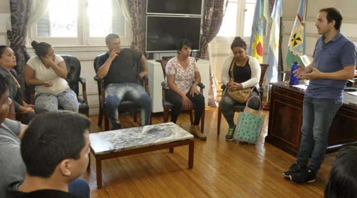 El Intendente recibió a familias que fueron intimadas a desalojar la costanera
