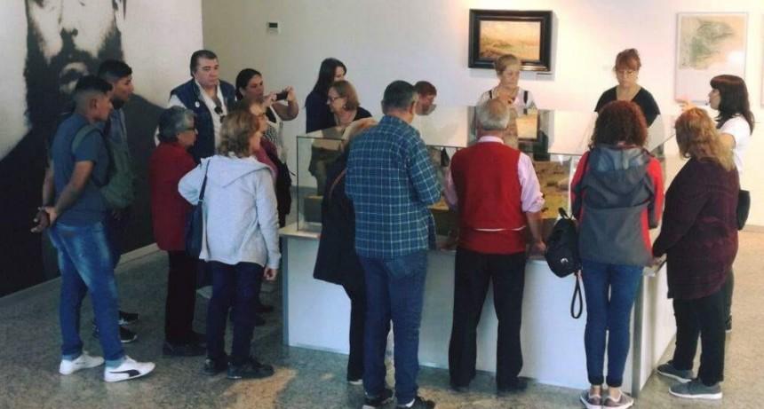 Vecinos del barrio San Jacinto visitaron el Museo Malvinas Argentinas
