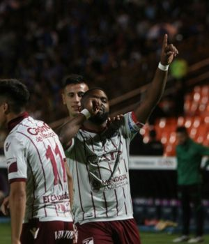 Godoy Cruz ganó y sueña con amargar a Boca