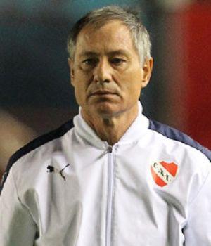 Holan no definió el equipo de Independiente para enfrentar a San Lorenzo