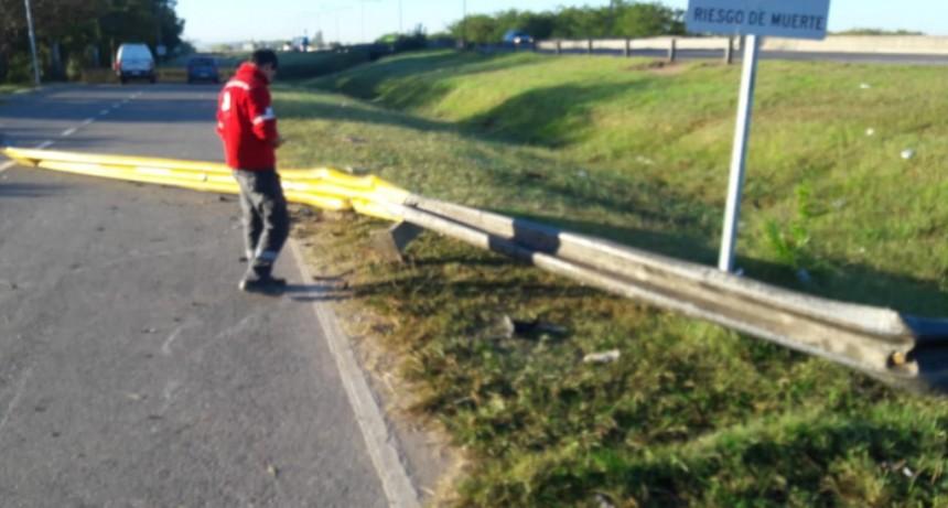 En un acto de vandalismo, arrancaron el guardarrail del ex camping Río Luján