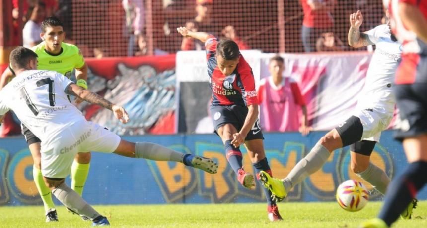 Argentinos Juniors le ganó a San Lorenzo de Almagro 1 a 0 por la ida de los octavos de final de la Copa de la Superliga