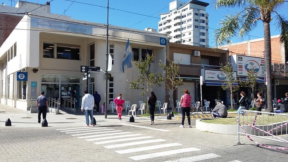 Un sábado más tranquilo en el Banco Nación