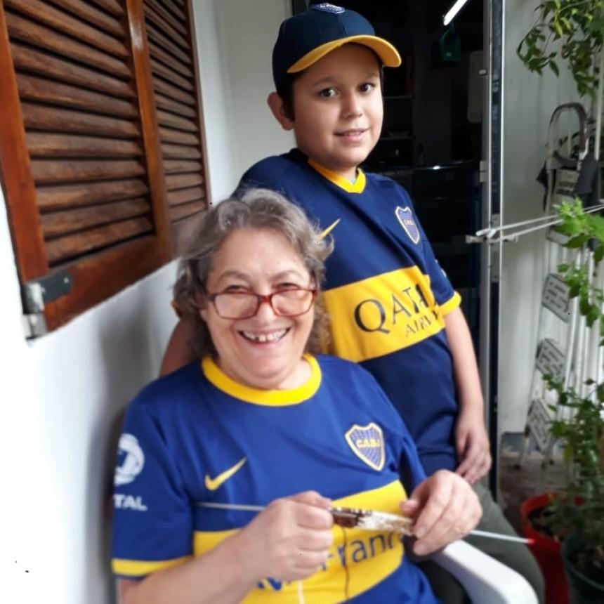 Tejiendo solidaridad : La peña Campana es de Boca convoca a personas de la tercera edad