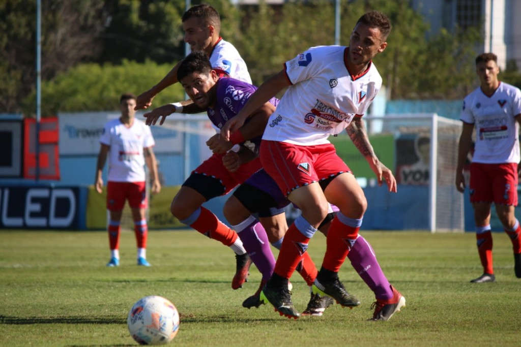 En una floja actuación Villa Dálmine fue derrotado por Brown 2 a 0