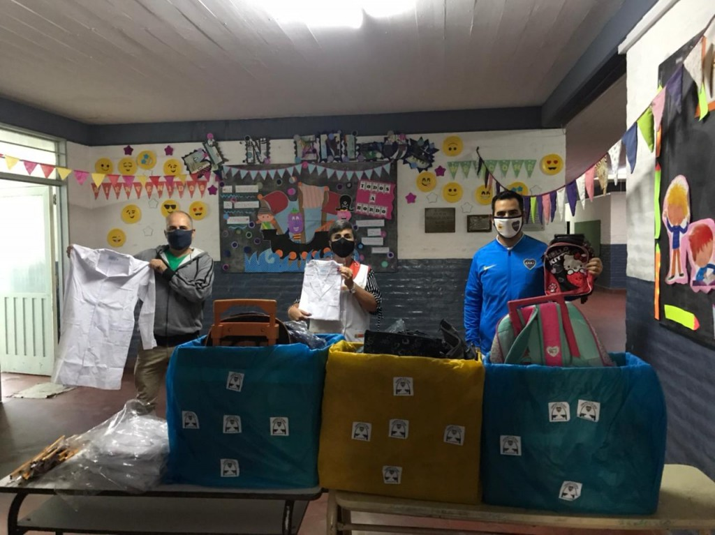 La peña de Boca donó útiles a una escuela de La Josefa