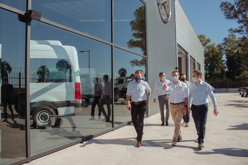 Con una importante inversión, abrió una concesionaria de Mercedes Benz en Campana