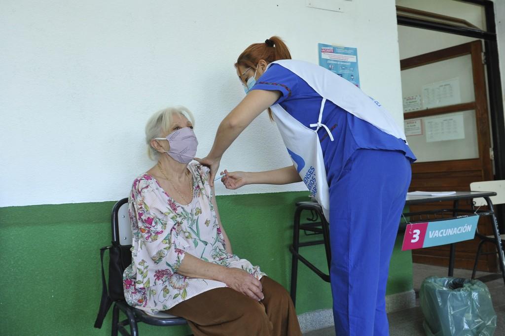 BUENOS AIRES VACUNATE  La Provincia ya inmunizó más de un millón de personas mayores de 70 años