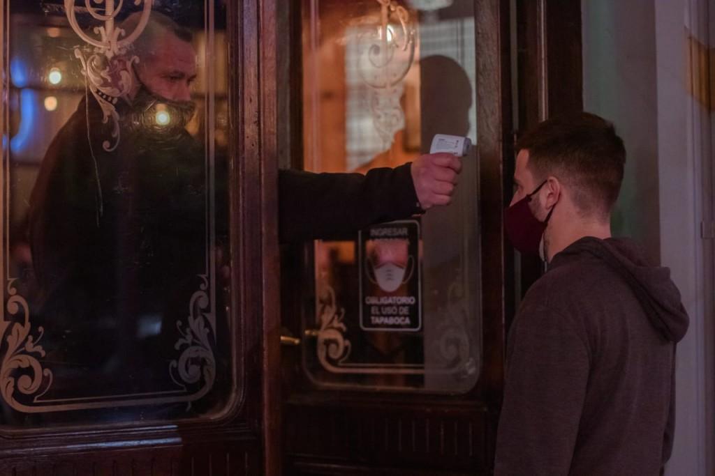 Se controlará el cumplimiento de la capacidad de clientes en cervecerías, bares y restaurantes
