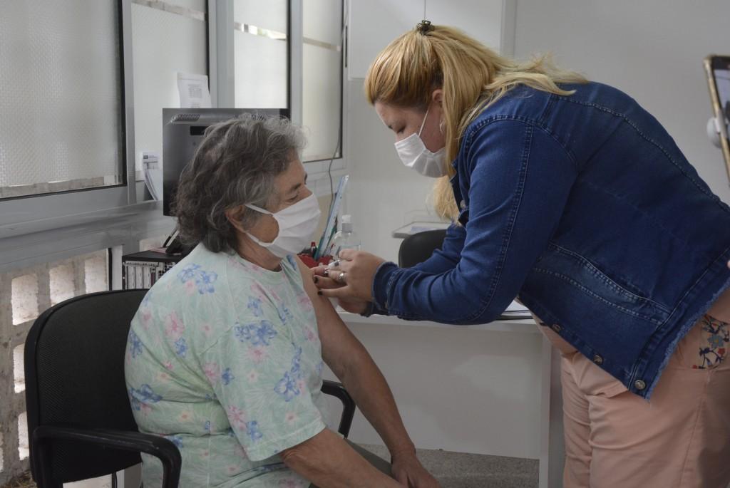 La Secretaría de Salud ya vacunó a más de 1.500 vecinos contra la Gripe A