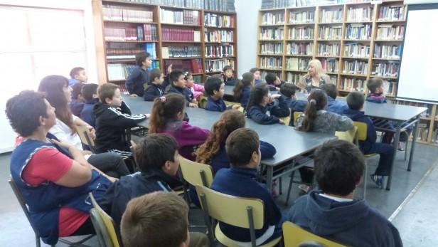 """En la """"Casa de la Cultura""""  Alumnos de 3° Grado """"A"""" de la Escuela N° 1 visitaron la Biblioteca Municipal"""