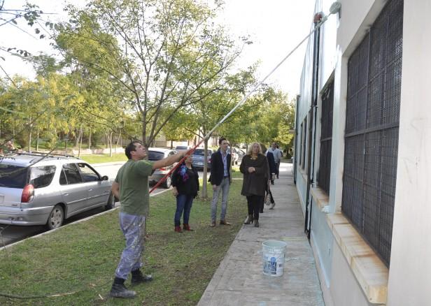 El Municipio realiza trabajos de pintura integral en la Escuela Laboral