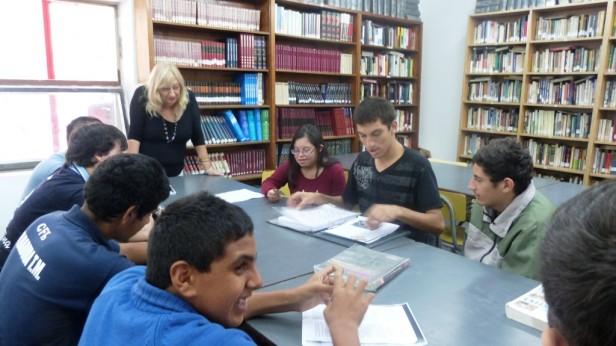 """Con alumnos del Centro de Formación Laboral N° 1  Comenzaron las visitas guiadas en la Biblioteca Pública Municipal """"Dr. Octavio R. Amadeo"""""""