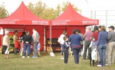 """Tras pasar por el barrio Banco Provincia, la Feria de Productores estará hoy en Plaza """"España"""""""