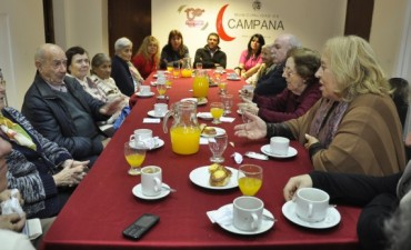 La Intendente Municipal Giroldi compartió un desayuno con Adultos Mayores