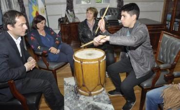 Abella recibió al destacado bailarín y músico Franco Ayala
