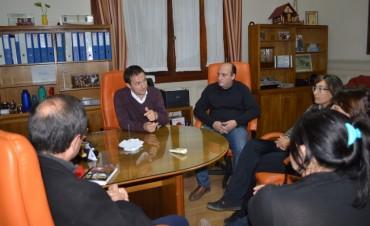 Abella y Roses se reunieron con el Padre Ariel e integrantes de la Unión Vecinal de Los Pioneros