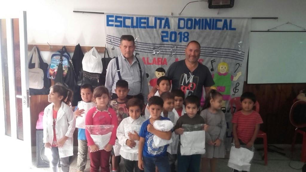 Agrupación Campana Federal entregó guardapolvos en dos centros de contención infantil