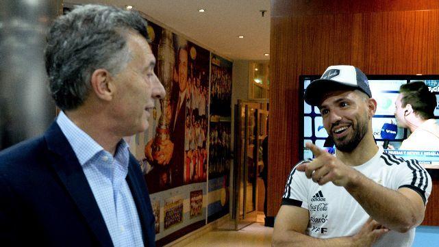 La Selección recibió la visita de Macri antes de partir hacia Barcelona