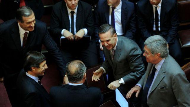 Mensaje político a los senadores