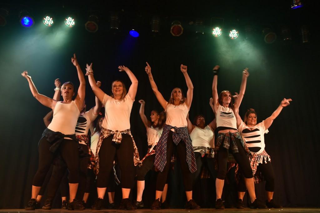 Cientos de vecinos disfrutaron del espectáculo del Día de la Danza