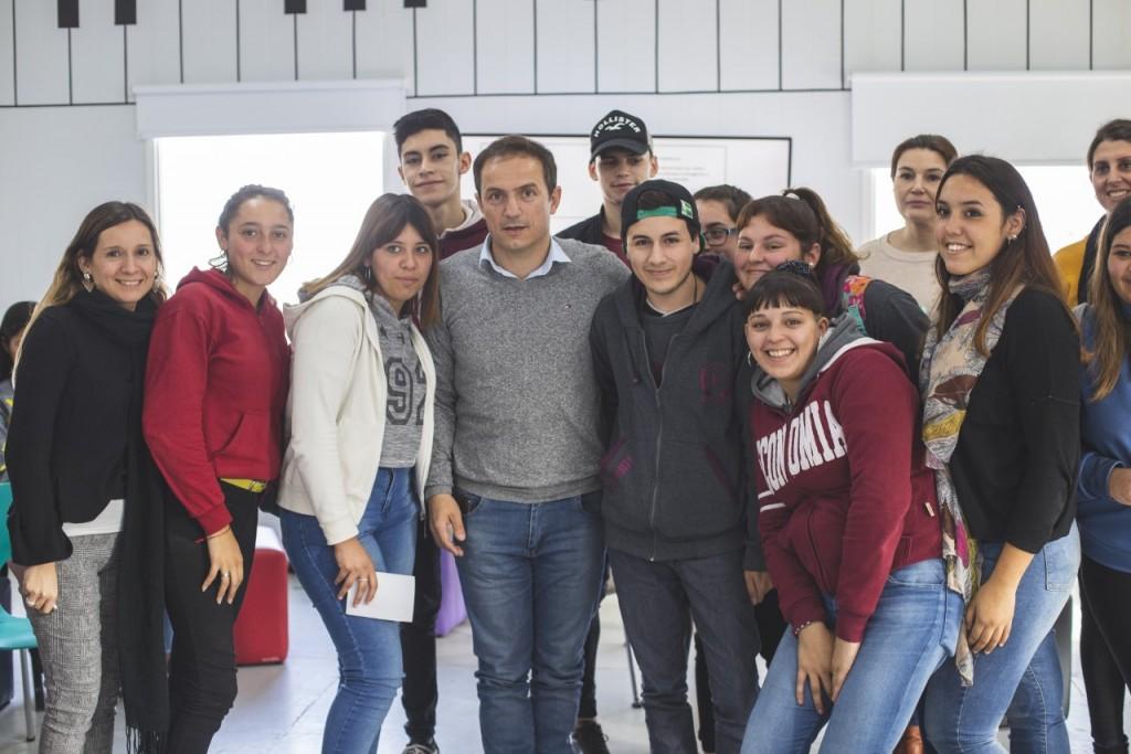 """Abella acompañó a los jóvenes en una nueva jornada del programa """"Creando futuro"""""""