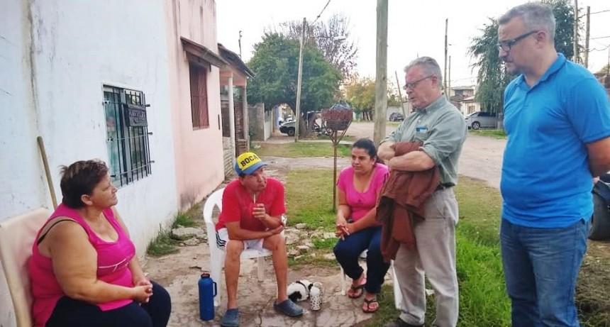 Rubén Romano sigue recorriendo los barrios  y charlando con los vecinos