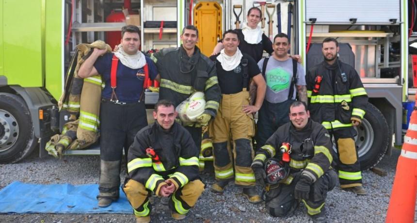 Bomberos de TenarisSiderca compartieron un entrenamiento con integrantes del cuartel Campana