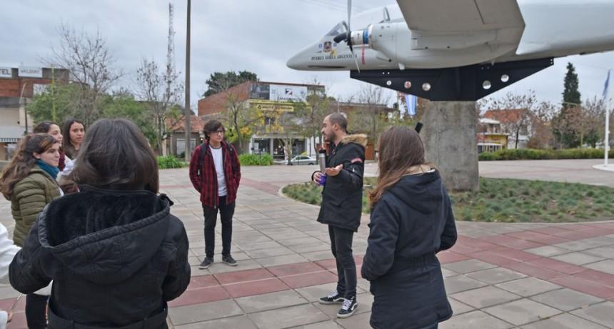 El taller municipal de fotografía realizó una salida por la ciudad
