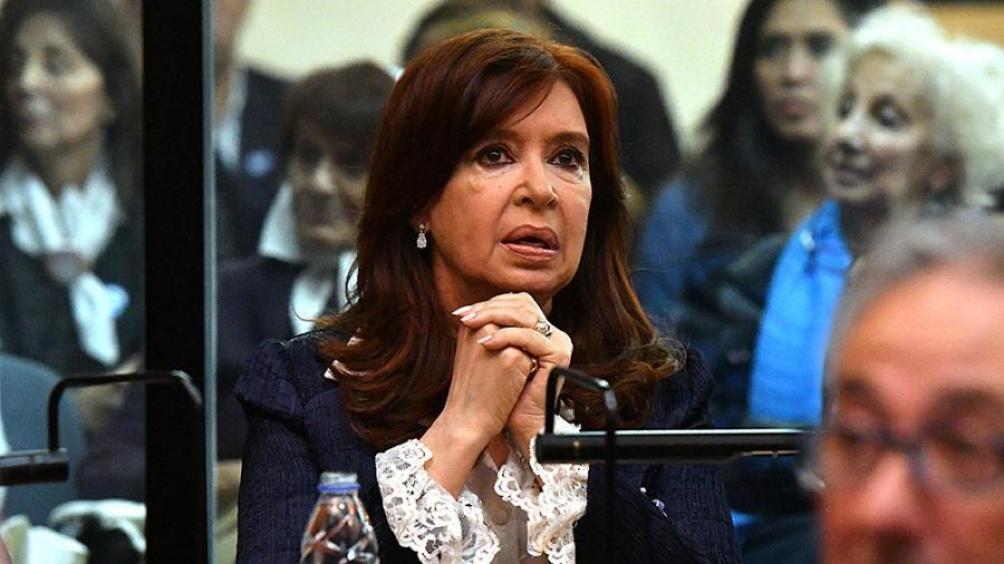 Autorizan a Cristina Kirchner a no concurrir al juicio si tiene actividad en el Senado