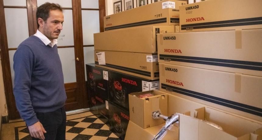Honda donó al Municipio maquinaria para el mantenimiento de la ciudad