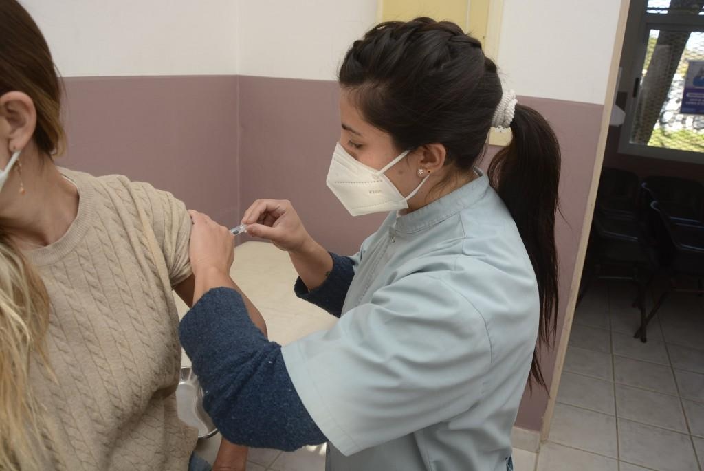 En tres semanas, se aplicaron más de 5.600 vacunas contra la gripe en el hospital y los CAPS