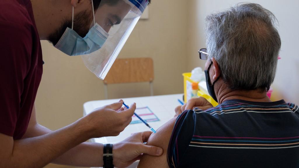 La población extranjera podrá inscribirse en la campaña de vacunación bonaerense