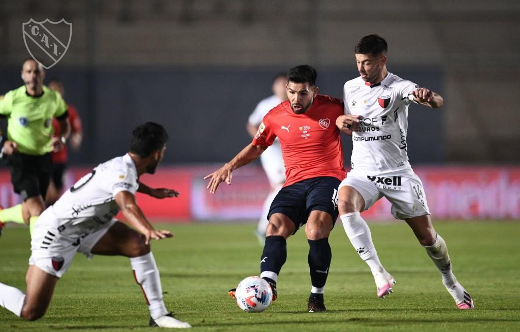 Colón de Santa Fe le ganó a Independiente por 2 a 0 y es finalista
