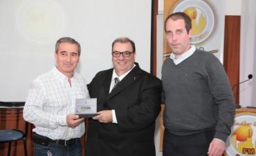 EL CLUB VILLA DALMINE RECONOCIÒ A RADIO CITY CAMPANA EN SUS 25 AÑOS