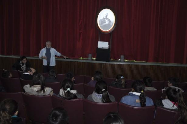 """Un San Martín """"interactivo"""" conversó con alumnos de la ciudad"""