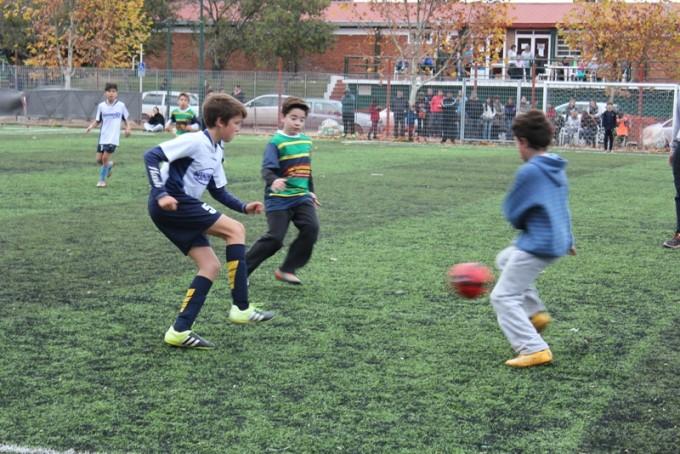 Integrantes de la Escuela Deportiva Municipal de Fútbol tuvieron una destacada actuación