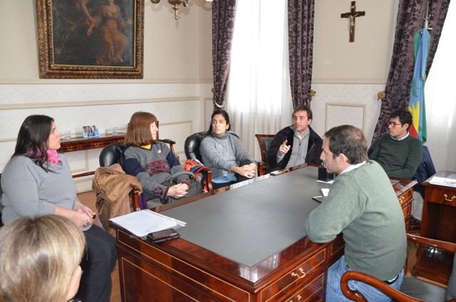 """El intendente Abella recibió a representantes de la asociación civil """"De puertas abiertas"""""""