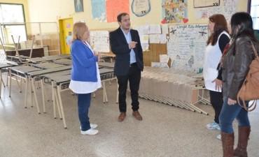 El Intendente entregó mobiliario a la Escuela Primaria Nº 22