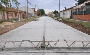 """""""Tras cuatro meses de lucha logramos que la obra esté casi terminada"""", dijo Abella sobre la pavimentación de la calle Crosio"""
