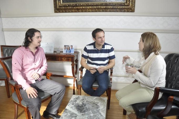 Abella recibió a empleados municipales que participarán de una importante competencia de tango en Colombia