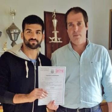 Castellano firmò su primer contrato con Villa Dàlmine