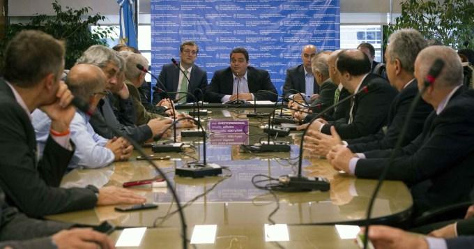 Gremios rechazaron propuesta y el Gobierno fijó nuevo salario