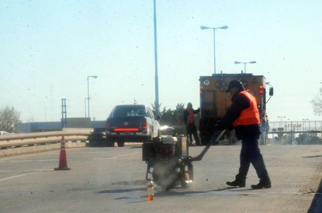 El Municipio reparó baches sobre la ruta 6