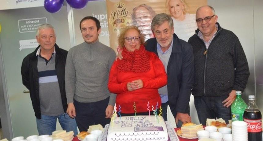 """Una """"leyenda"""" de la Dirección de Tránsito: Nelly Ramos celebró 50 años como trabajadora municipal"""