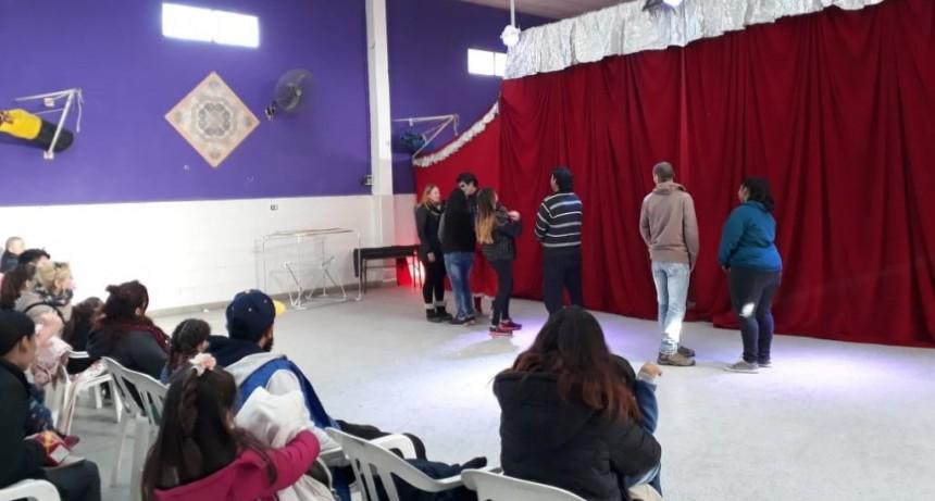 """El """"Circo de Pepa"""" llegó a la sociedad de fomento del barrio Lubo"""