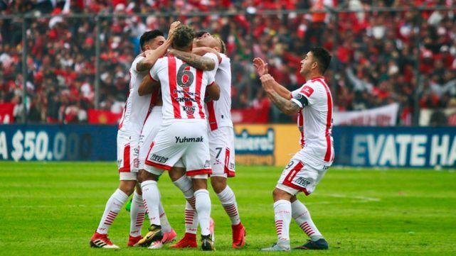 San Martín goleò a Sarmiento y volvió Primera División